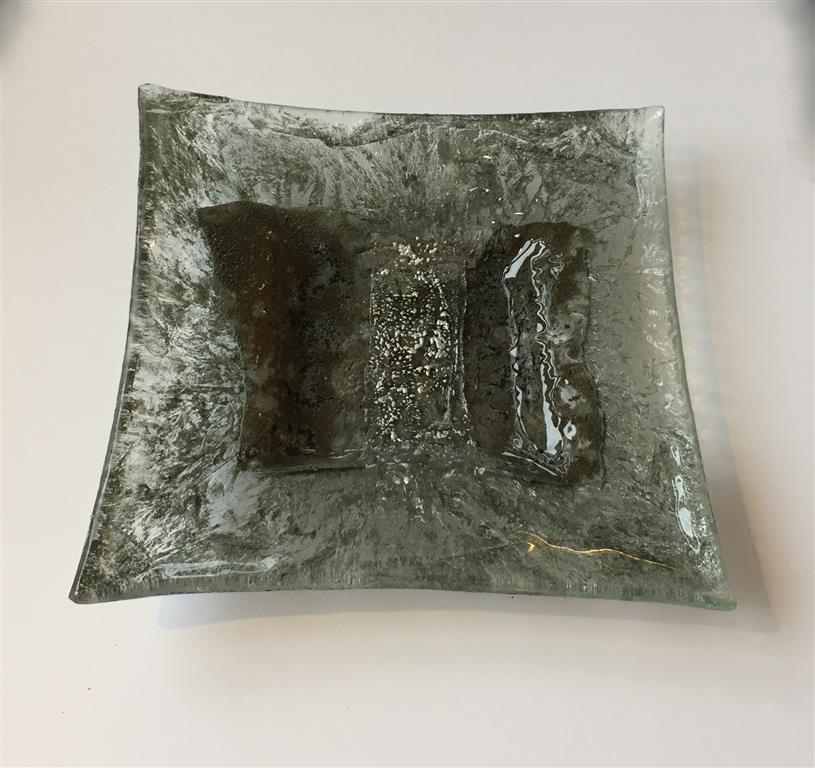 Fat, grått Glass (27x27 cm) kr 1000