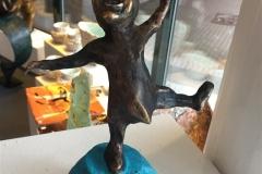 Livets største udfordringer findes i at holde balancen Bronze (H 24 cm) kr 6800
