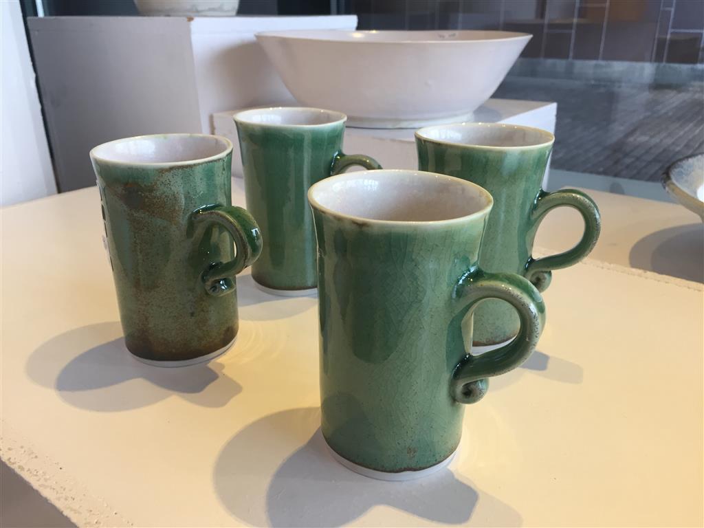 Rette krus grønn, hele settet 4 stk. Keramikk (Ø7xH11 cm) kr 1000