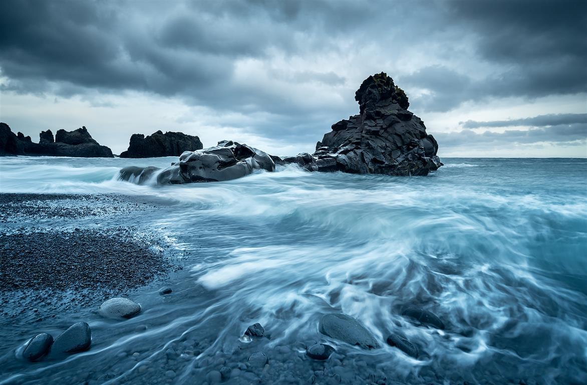 Beast on Shore Fotografi (80 x 115 cm) 4800 ur